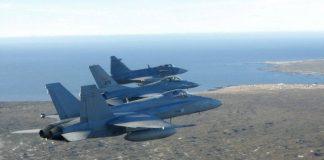F-18C Hornet, F-16AM Fighting Falcon y JAS-39C Gripen forman durante el ACE 2013. Imagen: Forsvaret