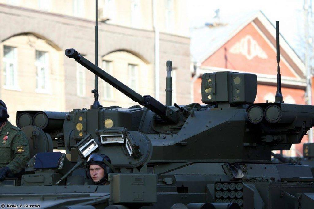 VCTP pesado T-15 y algunos detalles del mismo. Imagen: Vitaly Kuzmin.