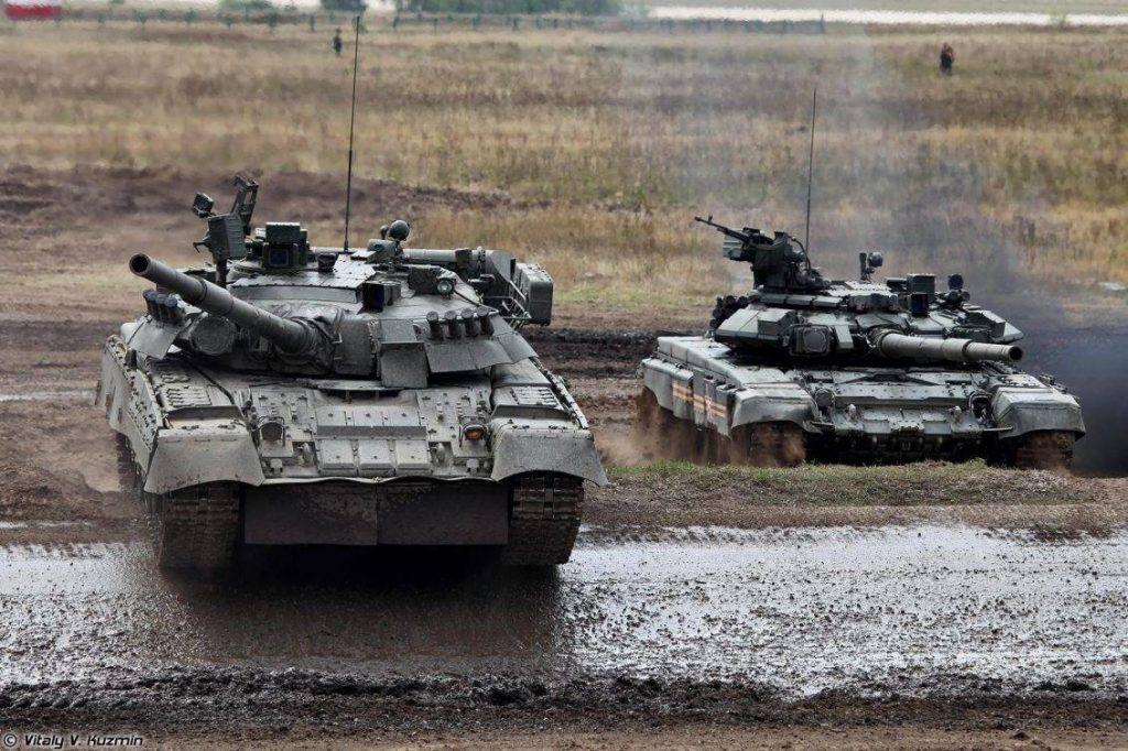T-80U y T-90A. Junto al T-72B3 representan la actual fuerza de tanques rusos. Imagen: V. Kuzmin.