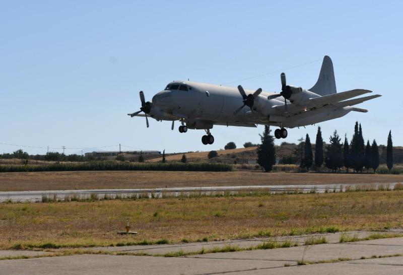 Proveniente de la base de Elefsis, un P-3B Orion heleno aterriza en Tanagra a los fines de iniciar los trabajos de modernización. Imagen: hellenicnavy gr