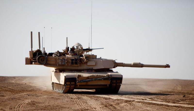 M-1A1 Abrams de la 1st MarDiv operando en Helmand, Afganistán. Este tanque en particular cuenta con blindaje - ew. Imagen : Sgt Brian A. Lautenslager - USMC