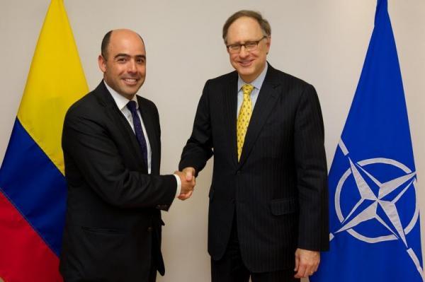 Operaciones de la armada colombiana con la OTAN y la UE - Página 2 Colombia-to-start-talks-with-NATO-angering-Venezuela