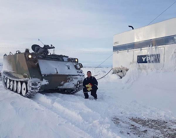 Resultado de imagen para Defensa asiste a los afectados por la nieve