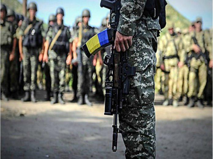 Ucrania destituye al presidente Yanukovich. Rusia anexa la Peninsula de Crimea, separatistas armados atacan en el Este. - Página 31 Ucrania-Army--696x522