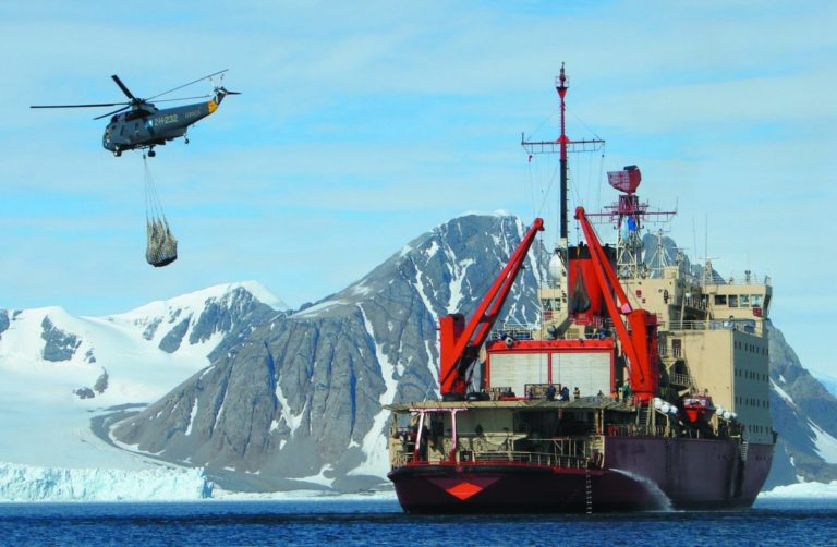 Zarpa el Rompehielos Almirante Irízar y da inició a una nueva Campaña Antártica de Verano