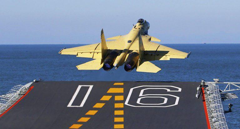 La Armada China no tiene suficientes cazas J-15 para sus portaaviones