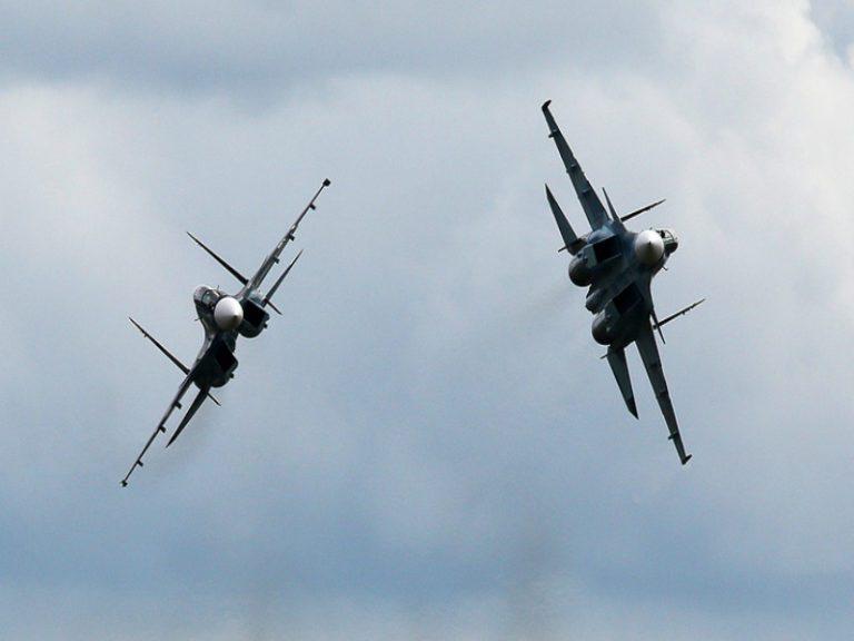 La Marina rusa práctica tareas de re-abastecimiento en vuelo en el Meditarráneo
