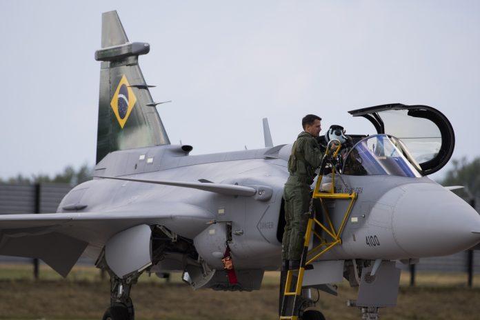 [Imagen: Major_Aviator_Cristiano_de_Oliveira_Pere...96x464.jpg]